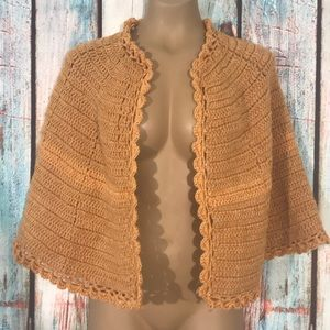 VINTAGE TAN HAND CROCHETED CAPE